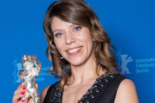 Nora Fingscheidt mit dem Silbernen Bären